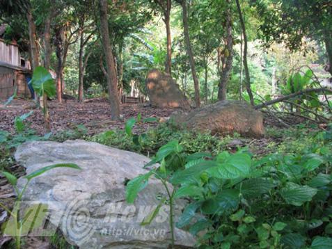 Nghĩa địa bí ẩn chôn những người bị hổ vồ bên sông Mã - Ảnh 2.