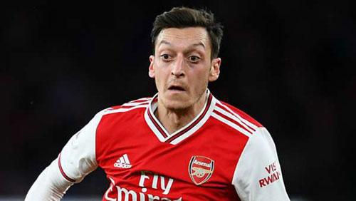 Ozil sẽ rời Arsenal.
