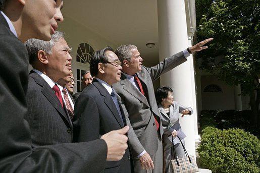 Những hình ảnh lịch sử 25 năm quan hệ Việt – Mỹ - Ảnh 9.