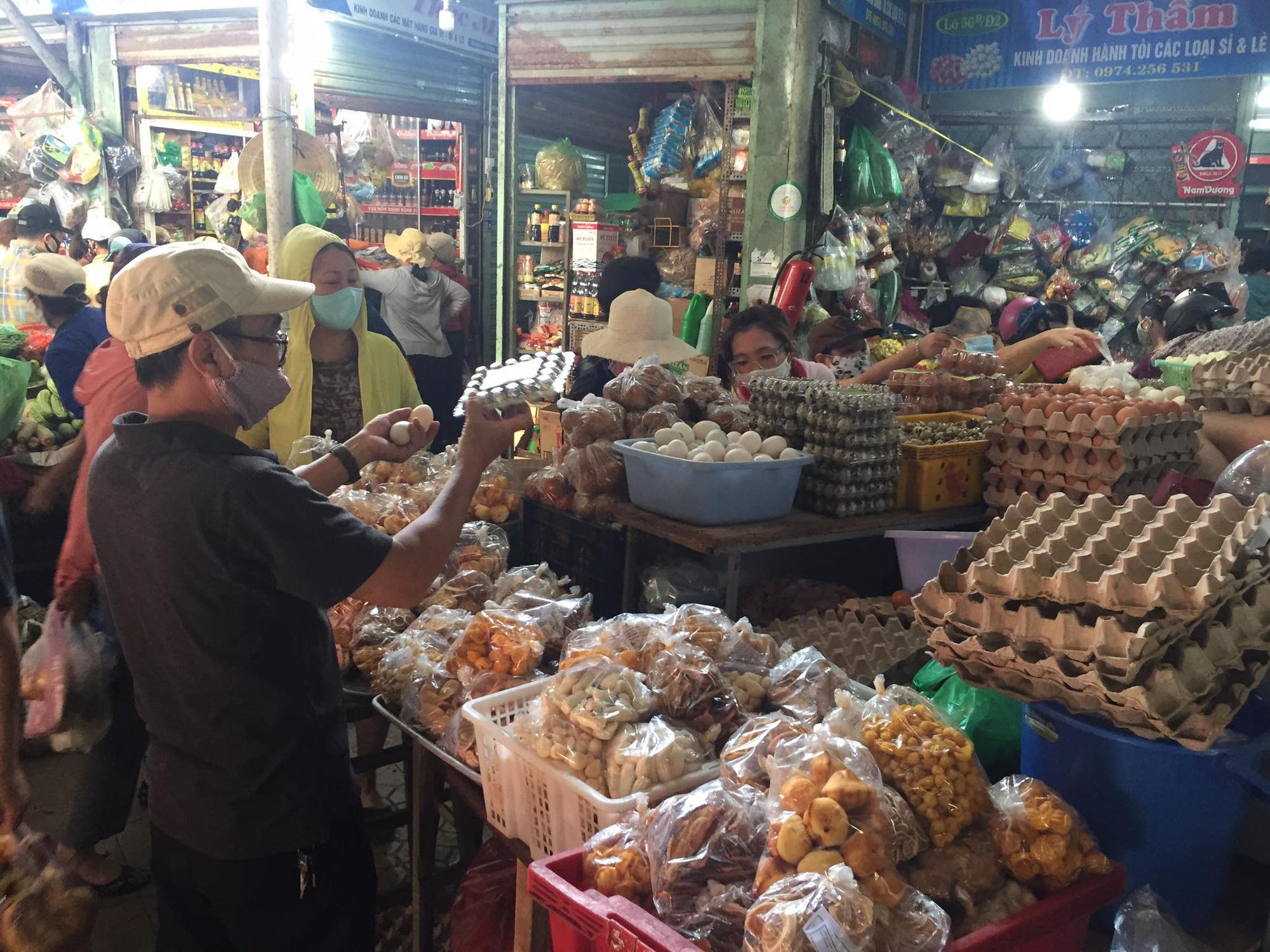 """Dịch Covid-19: Thị trường ở Quảng Nam bình ổn giá, không có chuyện """"găm"""" trữ lương thực - Ảnh 3."""