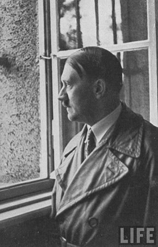"""Ngoài người Do Thái, Hitler muốn """"đuổi cùng giết tận"""" nhóm người nào? - Ảnh 9."""