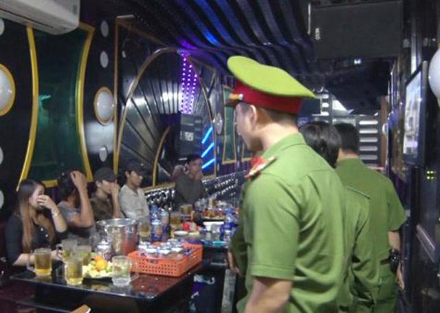 Quảng Ngãi: Quán karaoke ngang nhiên hoạt động, phớt lờ lệnh cấm phòng dịch Covid-19  - Ảnh 1.
