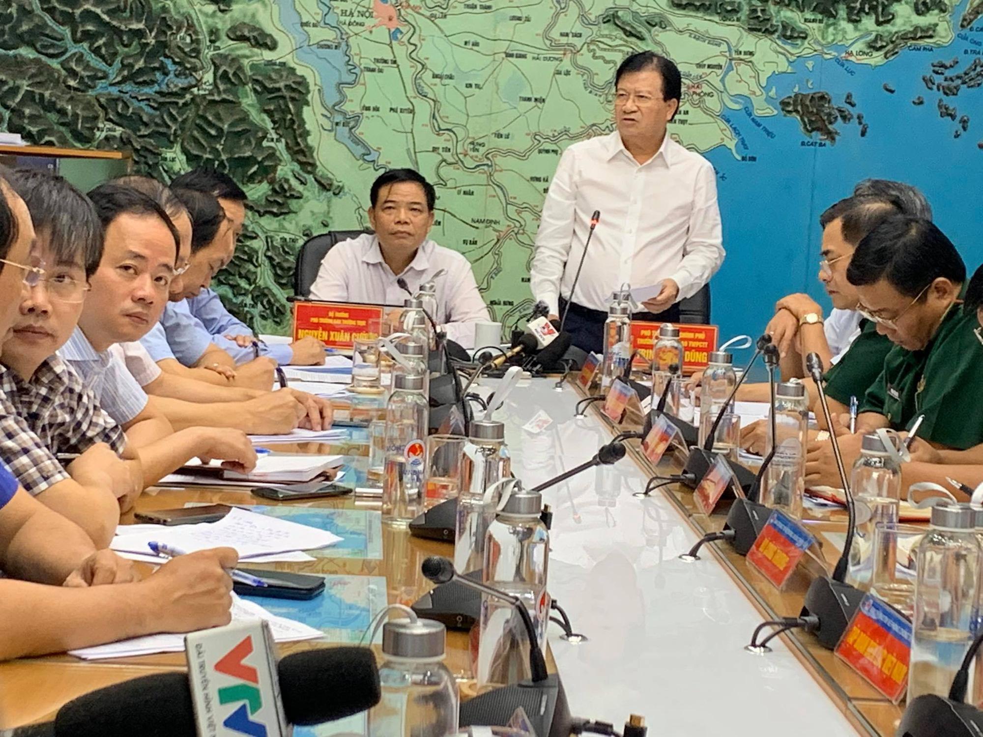 Bão đổ bộ vào đất liền trong ngày mai, Phó Thủ tướng Trịnh Đình Dũng chỉ đạo khẩn - Ảnh 1.
