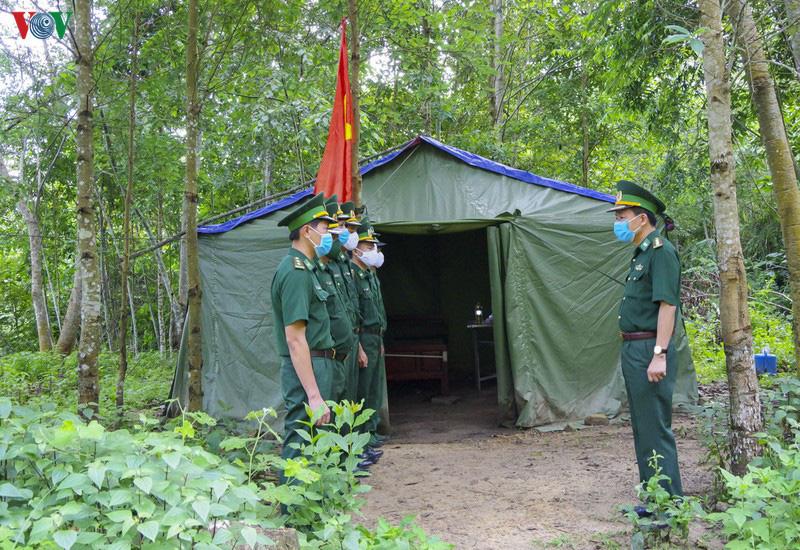 Biên phòng Điện Biên căng mình chống dịch trên tuyến biên giới - Ảnh 1.