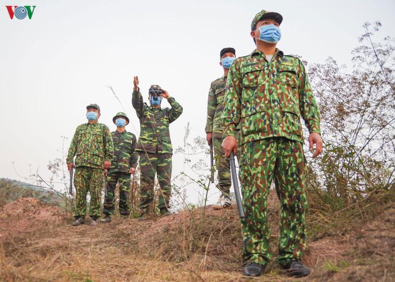 Biên phòng Điện Biên căng mình chống dịch trên tuyến biên giới - Ảnh 2.