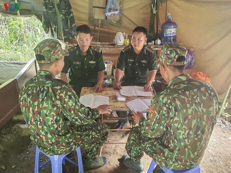 Biên phòng Điện Biên căng mình chống dịch trên tuyến biên giới - Ảnh 5.