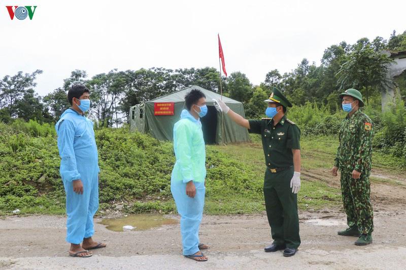 Biên phòng Điện Biên căng mình chống dịch trên tuyến biên giới - Ảnh 6.