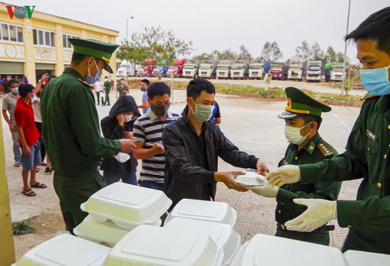 Biên phòng Điện Biên căng mình chống dịch trên tuyến biên giới - Ảnh 8.