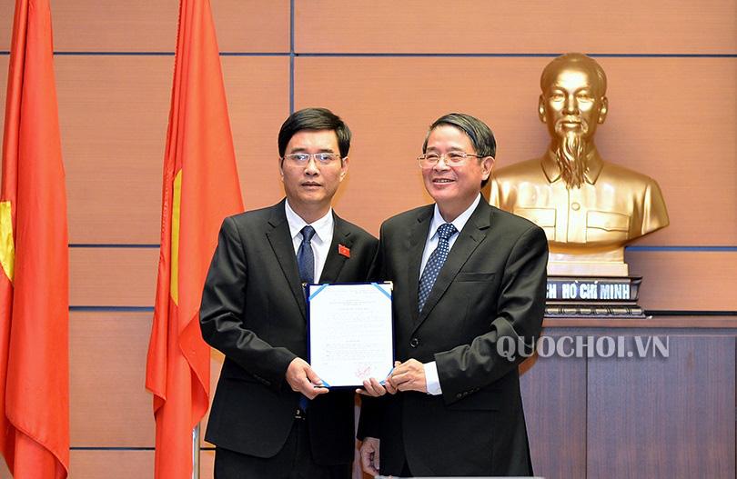 Công bố nghị quyết của Ủy ban Thường vụ Quốc hội về phê chuẩn nhân sự  - Ảnh 1.