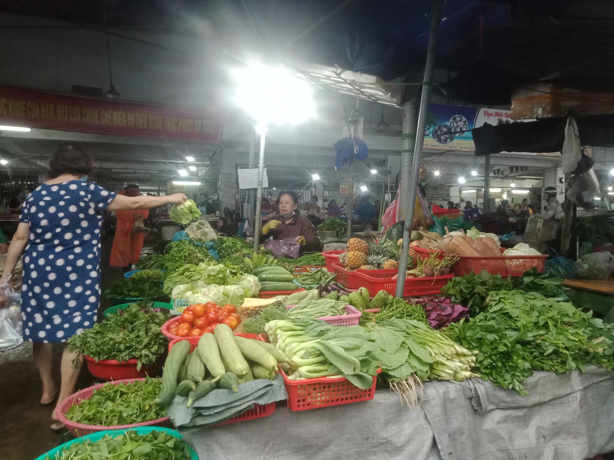 """Dịch Covid-19: Thị trường ở Quảng Nam bình ổn giá, không có chuyện """"găm"""" trữ lương thực - Ảnh 2."""