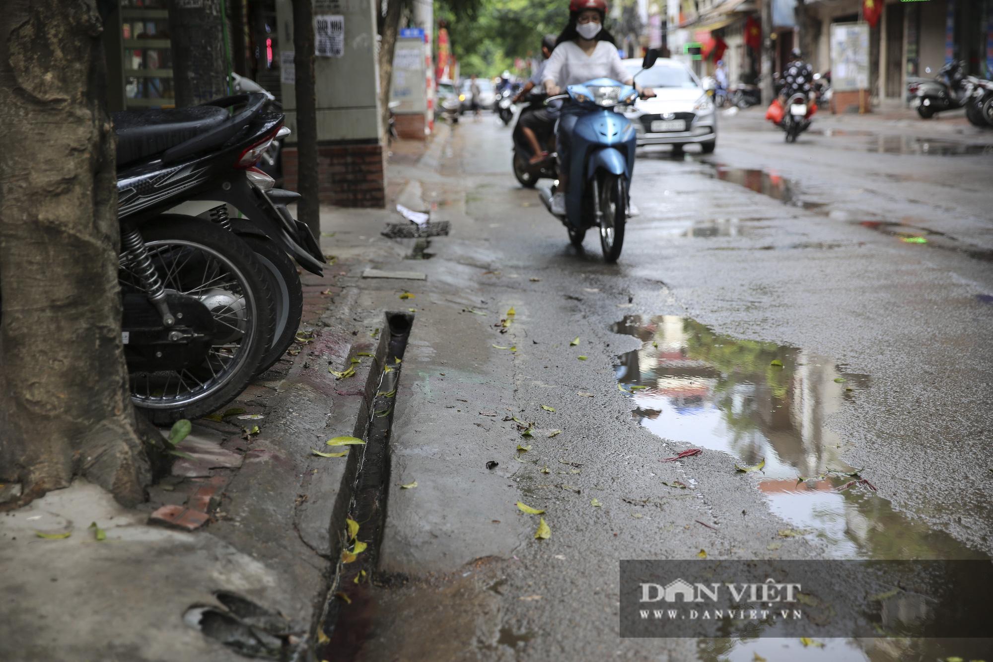 Hệ thống thoát nước bị xâm lấn, Hà Nội đứng trước nguy cơ ngập úng do mưa bão - Ảnh 9.