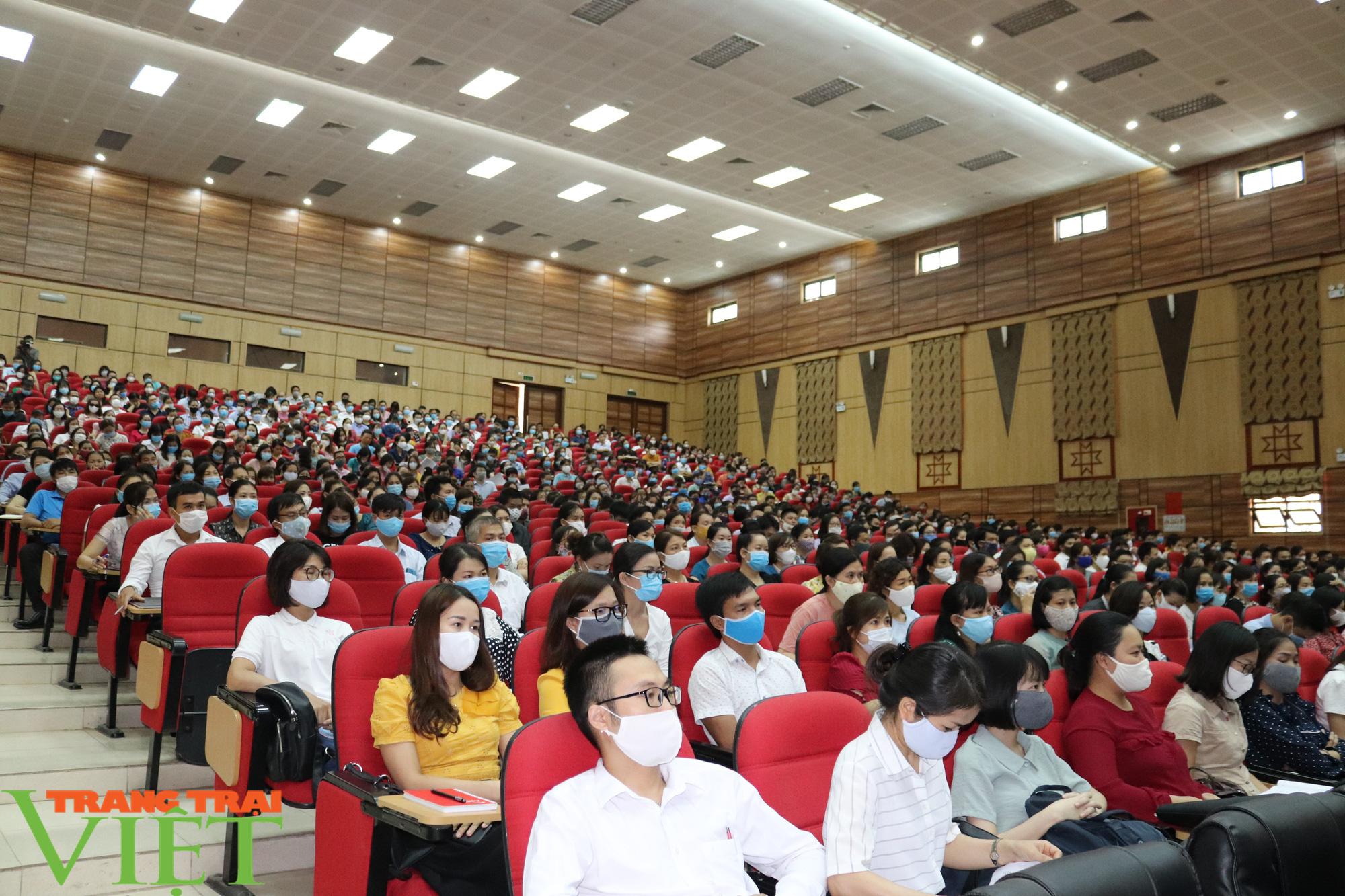 Sơn La: Hơn 1.000 cán bộ, giáo viên được tập huấn quy chế thi THPT năm 2020 - Ảnh 2.