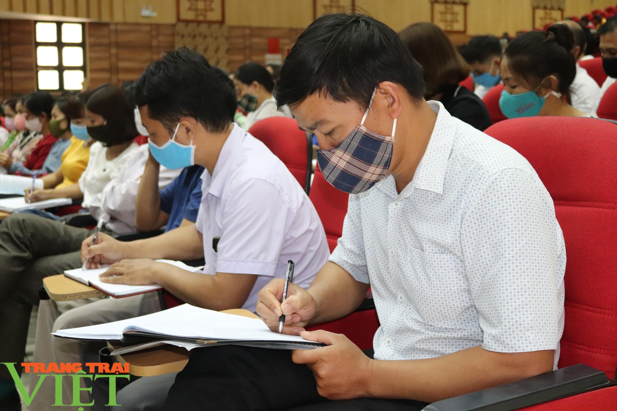 Sơn La: Hơn 1.000 cán bộ, giáo viên được tập huấn quy chế thi THPT năm 2020 - Ảnh 3.