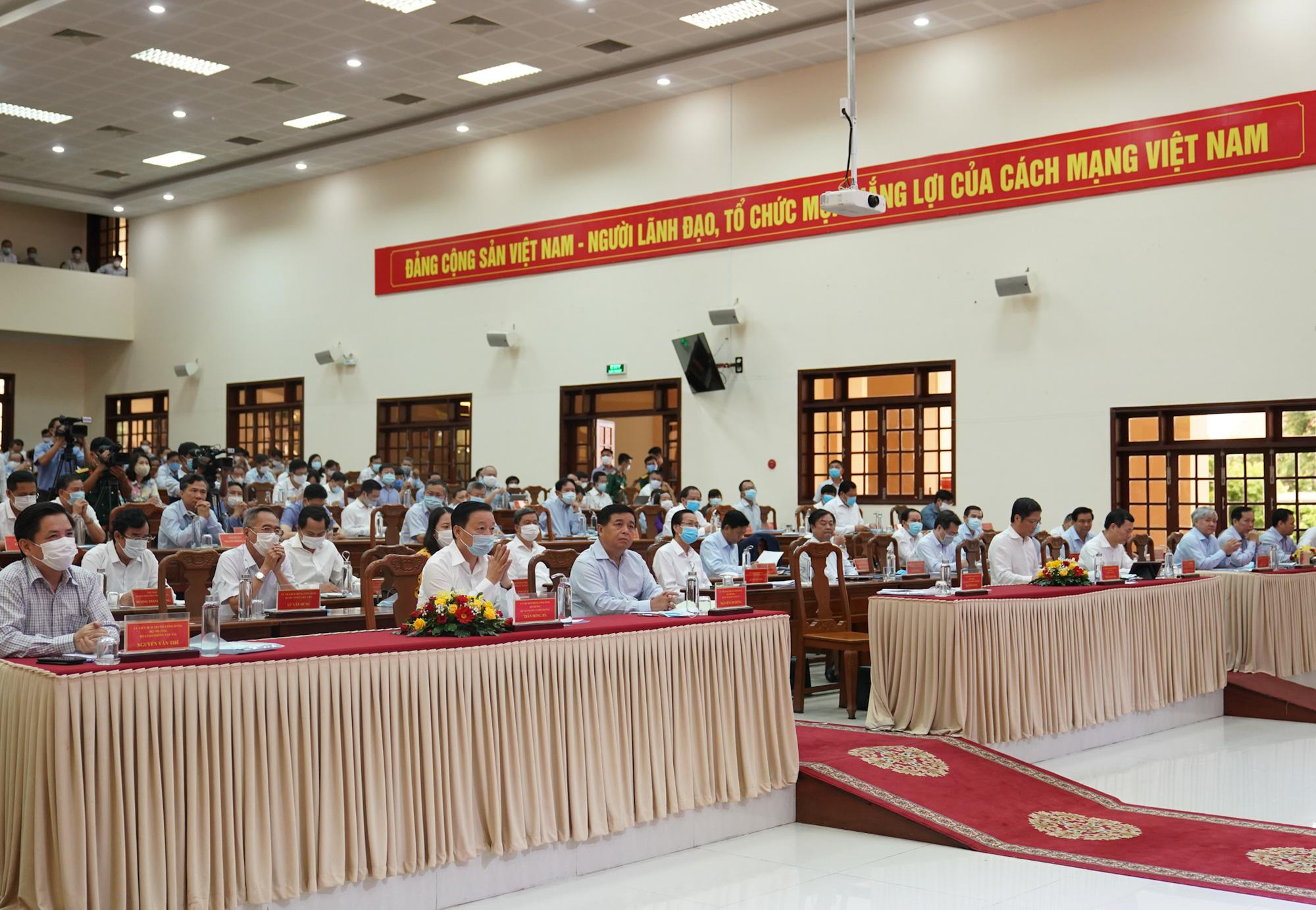 Thủ tướng: Địa phương phải quan tâm, không để đổ vỡ hệ thống doanh nghiệp địa phương - Ảnh 2.