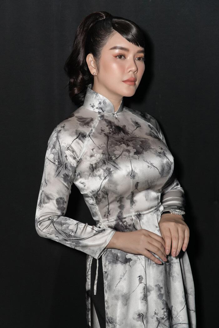 """Tuổi U40, Lý Nhã Kỳ diện áo dài xinh đẹp chuẩn """"Cô ba Sài Gòn"""" - Ảnh 5."""