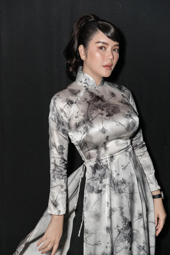 """Tuổi U40, Lý Nhã Kỳ diện áo dài xinh đẹp chuẩn """"Cô ba Sài Gòn"""" - Ảnh 6."""