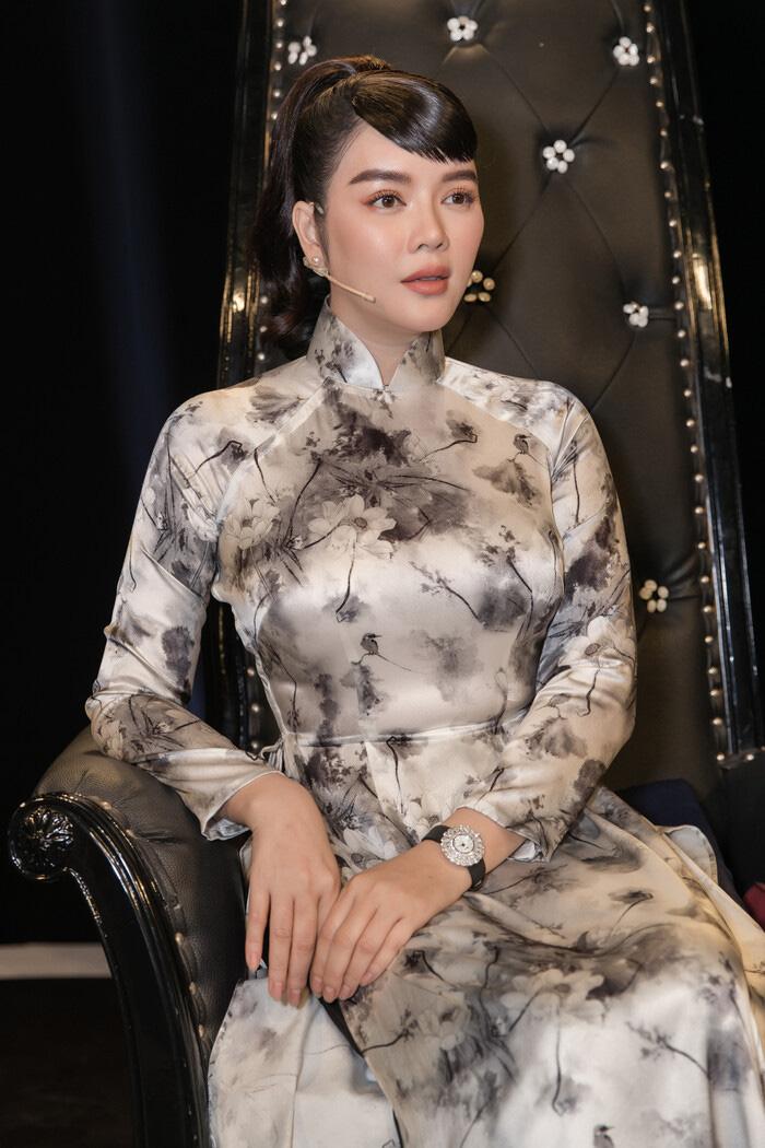 """Tuổi U40, Lý Nhã Kỳ diện áo dài xinh đẹp chuẩn """"Cô ba Sài Gòn"""" - Ảnh 7."""