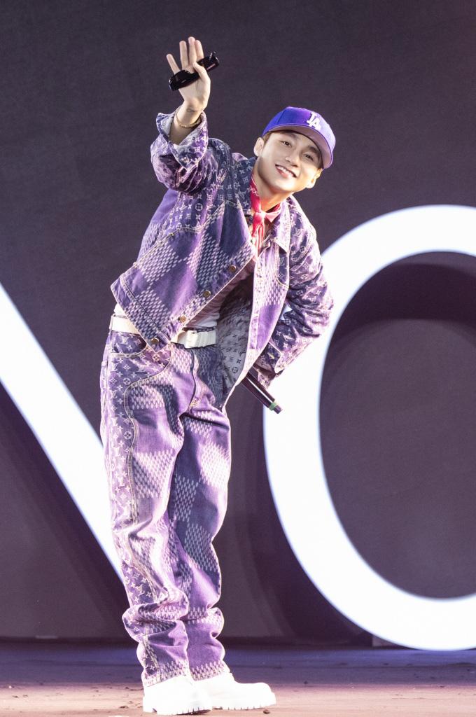 Ngô Kiến Huy trở thành bạn diễn bất đắc dĩ cho Trúc Nhân trên sân khấu  - Ảnh 2.