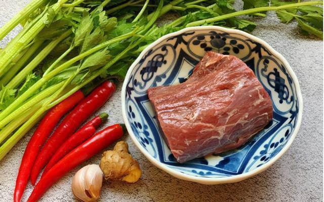 """""""Hô biến"""" thịt bò xào luôn mềm mại với giọt nước thần kỳ này - Ảnh 1."""