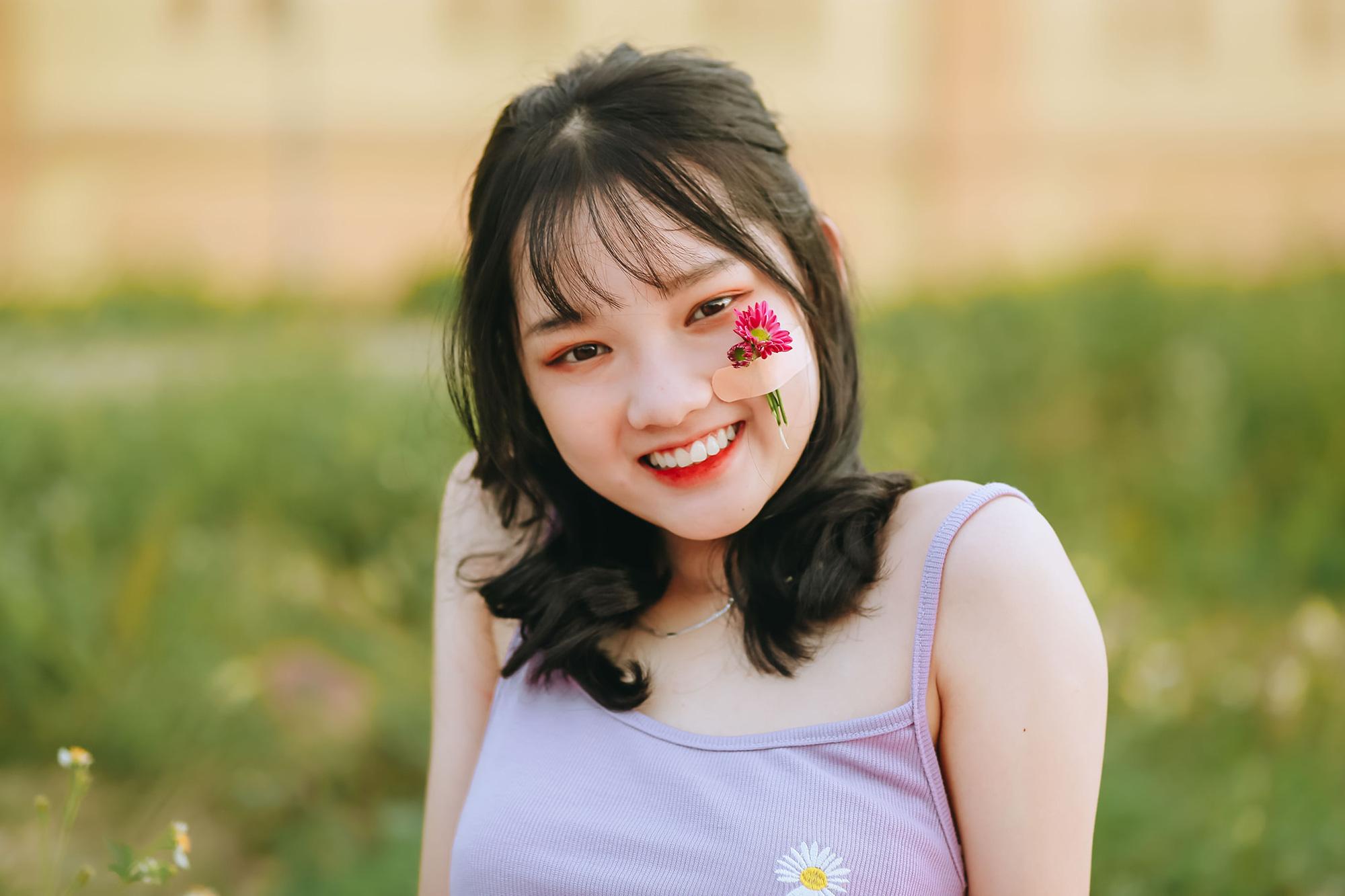 Nữ tình nguyện viên phố núi gây sốt cộng đồng mạng trong kỳ thi tốt nghiệp THPT - Ảnh 7.
