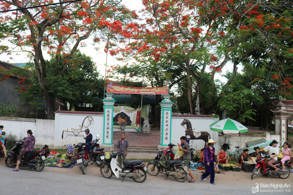 """Độc đáo """"nét chạm trổ phượng long"""" của ngôi đền cổ làng trung du Nghệ An - Ảnh 1."""