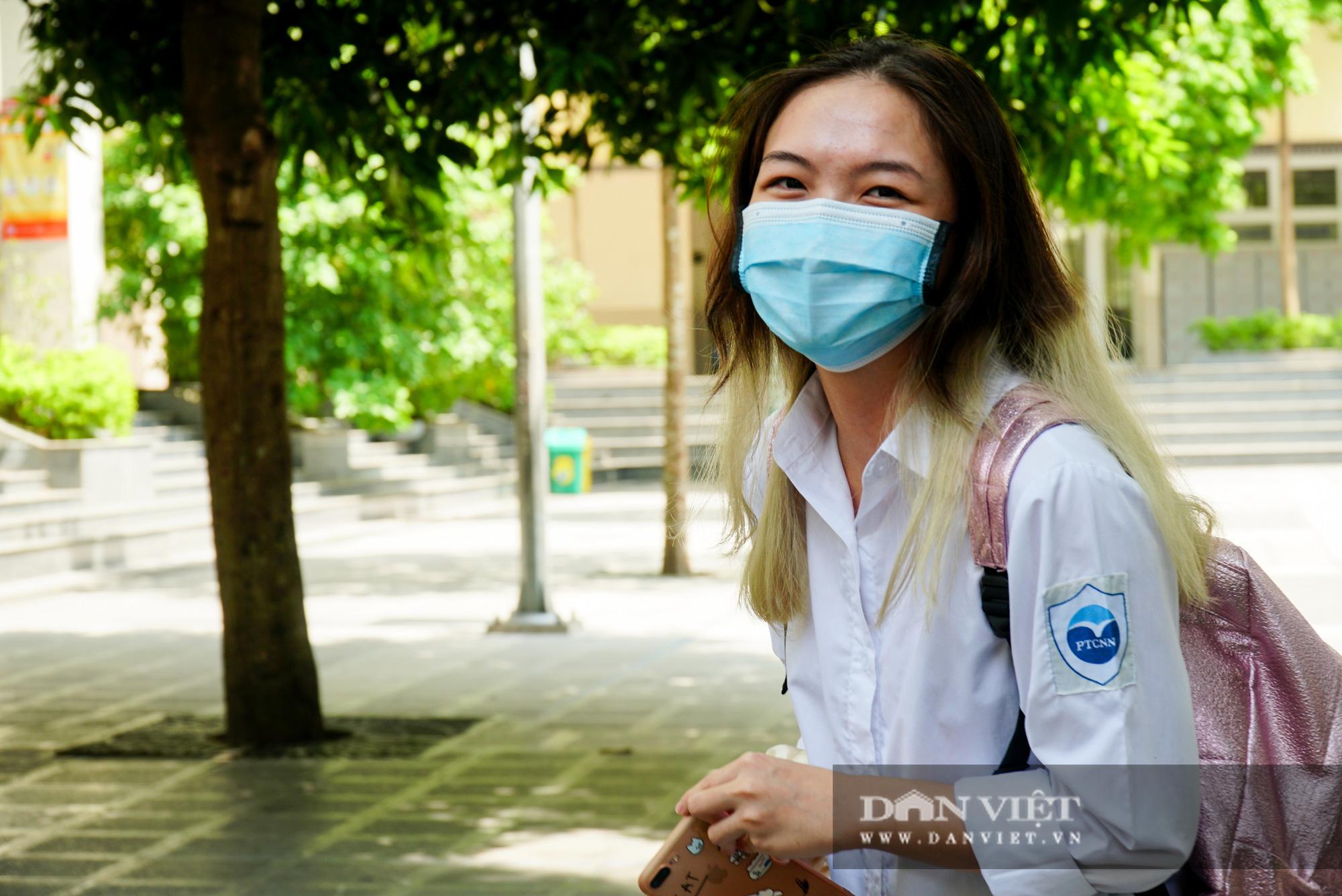Thí sinh từ Đà Nẵng trở về cảm thấy thoải mái khi thi 1 mình một phòng - Ảnh 5.