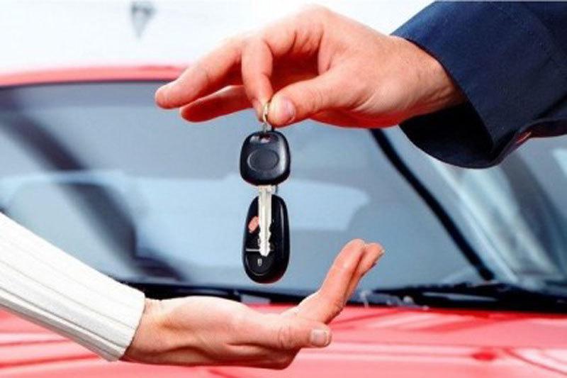 Vay tiền mua ô tô, lãi suất ngân hàng đồng loạt giảm sâu - Ảnh 1.