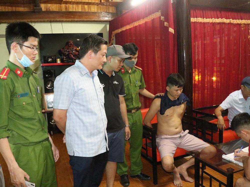 Hà Tĩnh: Bắt khẩn cấp đối tượng buôn bán ma tuý cộm cán - Ảnh 1.