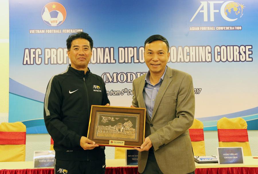 GĐKT người Nhật Bản được kỳ vọng sẽ giúp nâng tầm bóng đá Việt Nam.