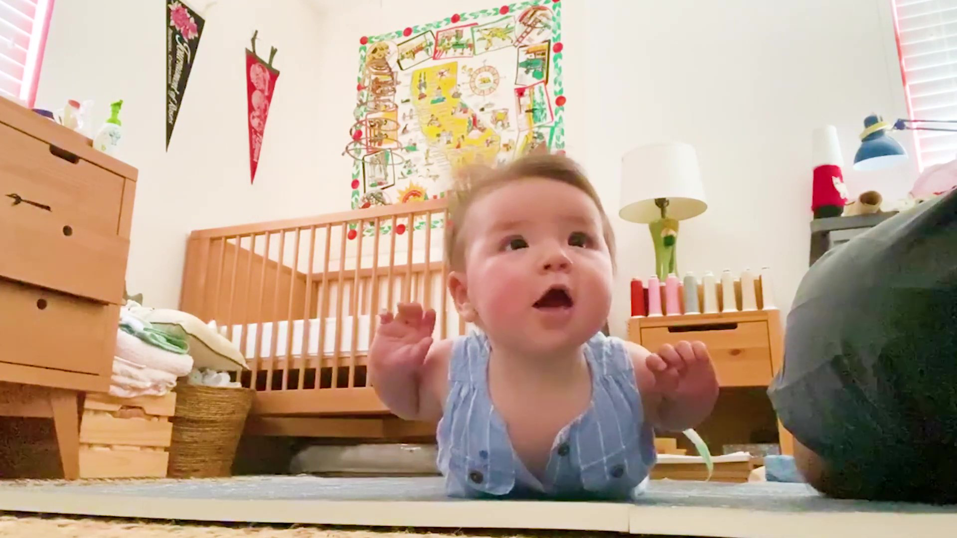 """Video: """"Tan chảy"""" với những tiếng cười trẻ thơ khi chơi với bố - Ảnh 4."""