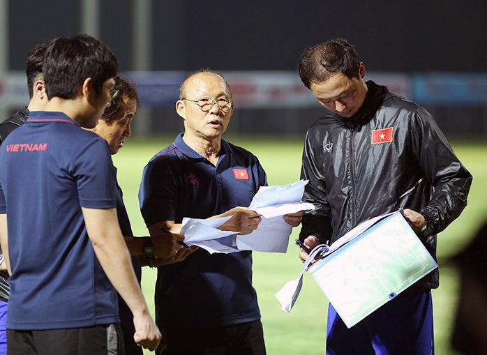 HLV Park Hang-seo cùng các trợ lý đang nỗ lực phát hiện thêm những nhân tố mới cho bóng đá Việt Nam.