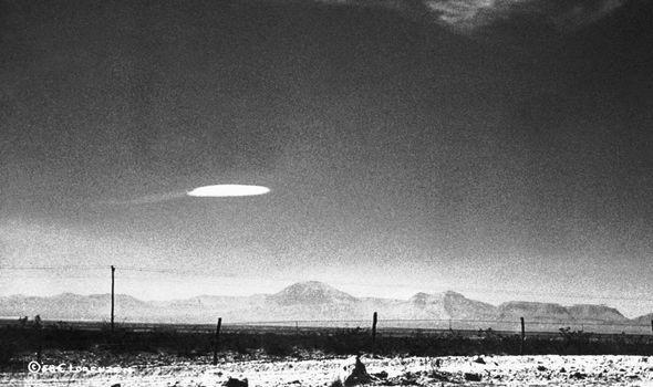 """NBC News vô tình ghi lại dấu vết về người ngoài hành tinh tại """"khu vực 51"""" - Ảnh 3."""