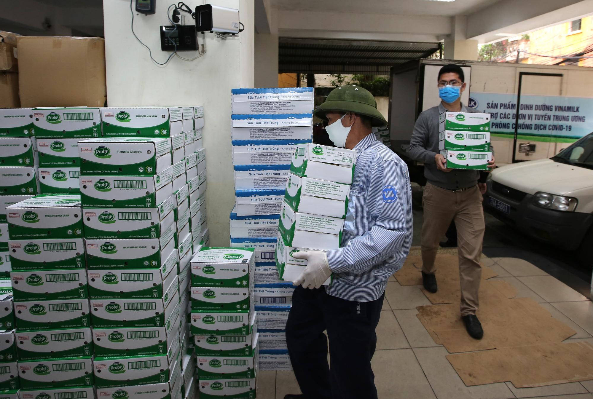 Vinamilk ủng hộ 8 tỷ đồng cho Hà Nội và 3 tỉnh miền Trung chống dịch Covid-19 - Ảnh 3.