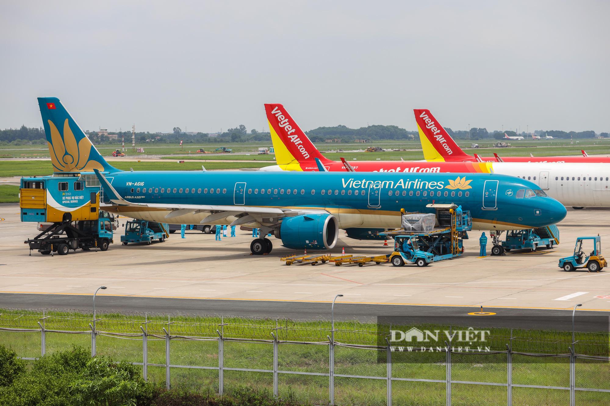 Chuyến bay đặc biệt đưa 207 người mắc kẹt ở Đà Nẵng về Hà Nội - Ảnh 1.