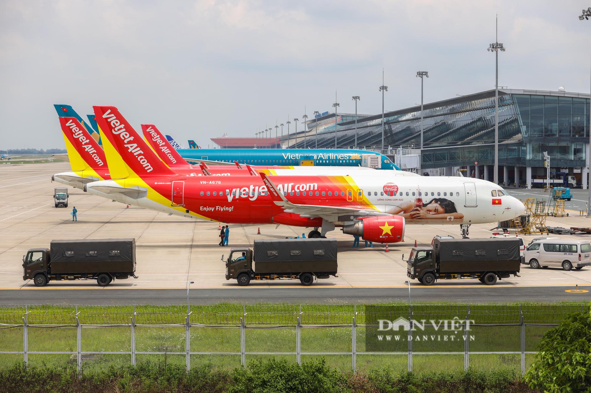 Chuyến bay đặc biệt đưa 207 người mắc kẹt ở Đà Nẵng về Hà Nội - Ảnh 2.