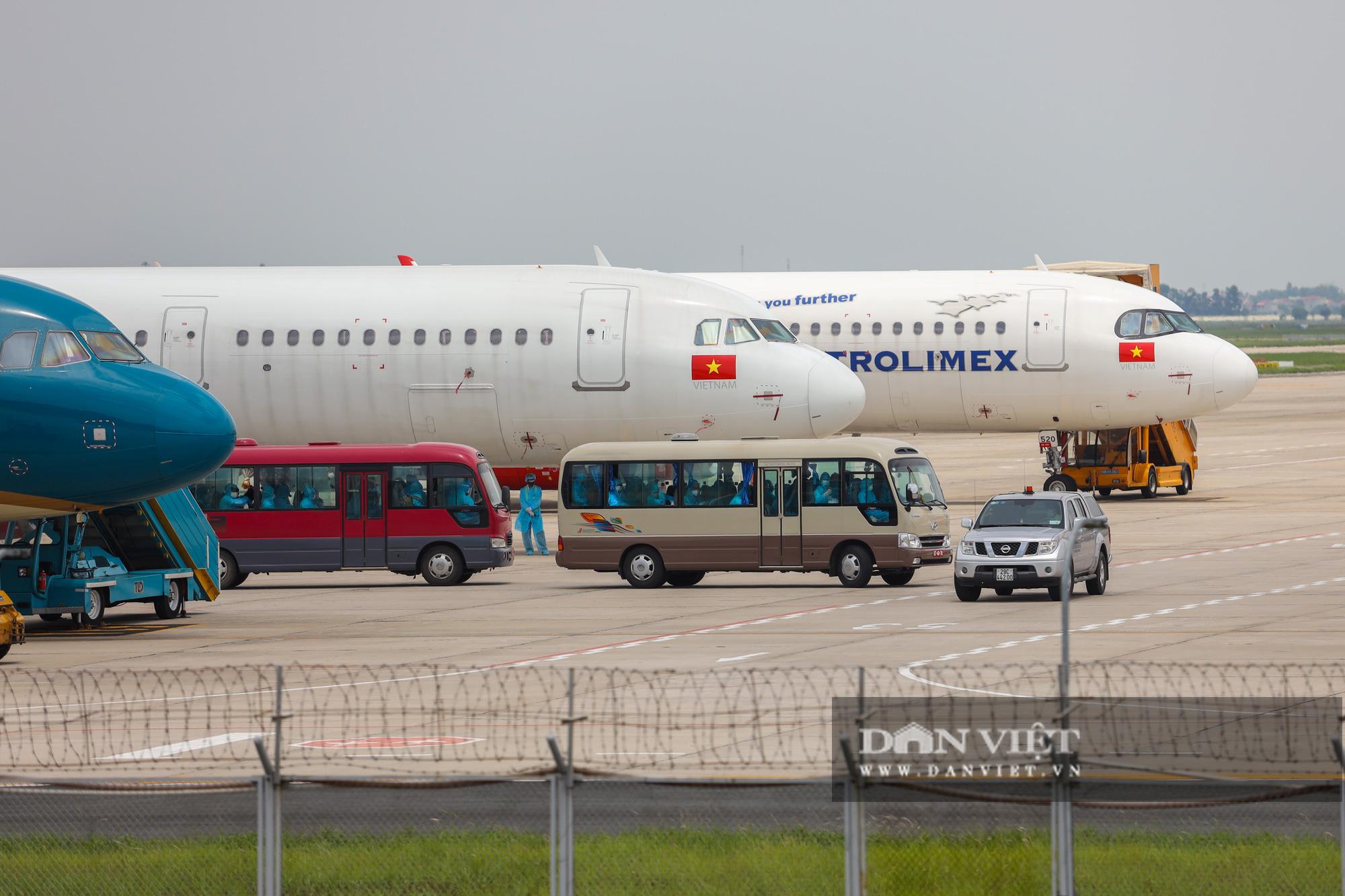 Chuyến bay đặc biệt đưa 207 người mắc kẹt ở Đà Nẵng về Hà Nội - Ảnh 3.