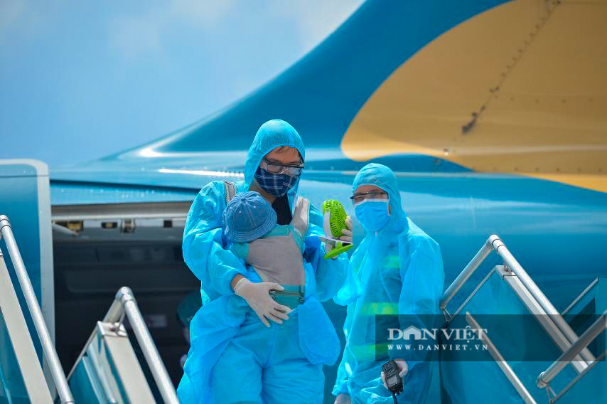 Chuyến bay đặc biệt đưa 207 người mắc kẹt ở Đà Nẵng về Hà Nội - Ảnh 5.