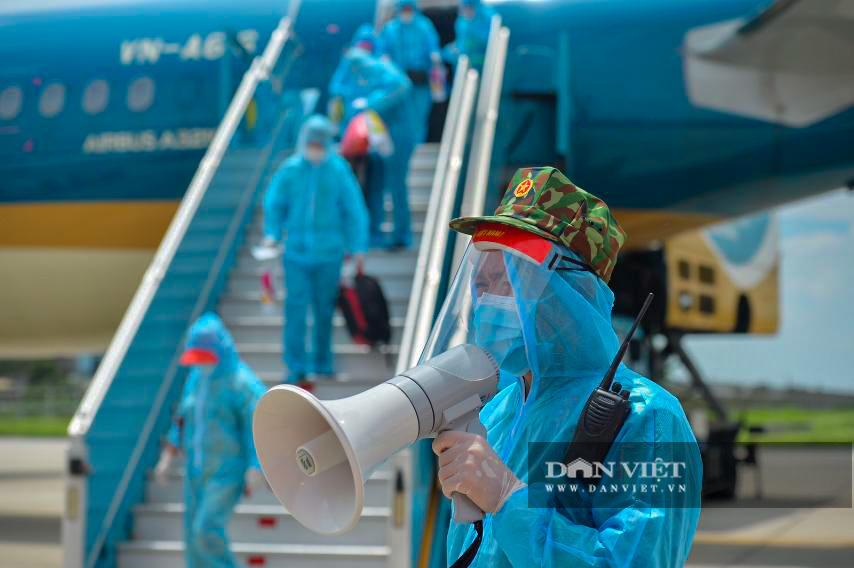 Chuyến bay đặc biệt đưa 207 người mắc kẹt ở Đà Nẵng về Hà Nội - Ảnh 6.