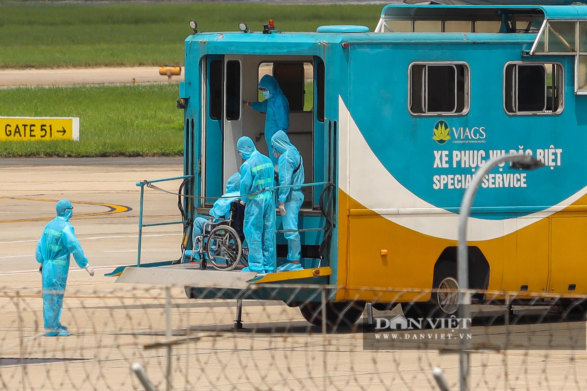 Chuyến bay đặc biệt đưa 207 người mắc kẹt ở Đà Nẵng về Hà Nội - Ảnh 7.