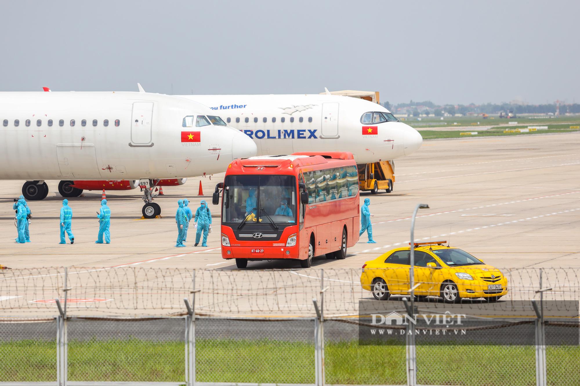 Chuyến bay đặc biệt đưa 207 người mắc kẹt ở Đà Nẵng về Hà Nội - Ảnh 11.