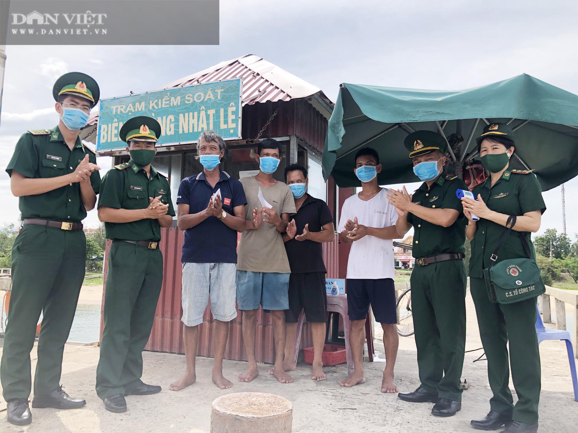 """Quảng Bình: Các thuyền viên kể lại giây phút """"sinh tử"""" lúc tàu cá bị chìm ngoài khơi - Ảnh 3."""