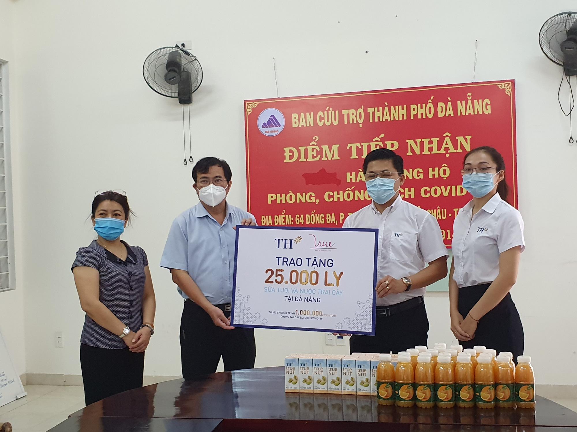 Tập đoàn TH trao 50.000 ly sữa tiếp sức cho phòng chống dịch Covid-19 tại Đà Nẵng, Quảng Nam - Ảnh 2.