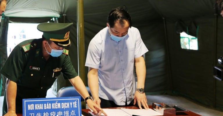 Trung Quốc siết chặt kiểm soát y tế các lái xe chở hàng xuất khẩu từ Việt Nam - Ảnh 2.
