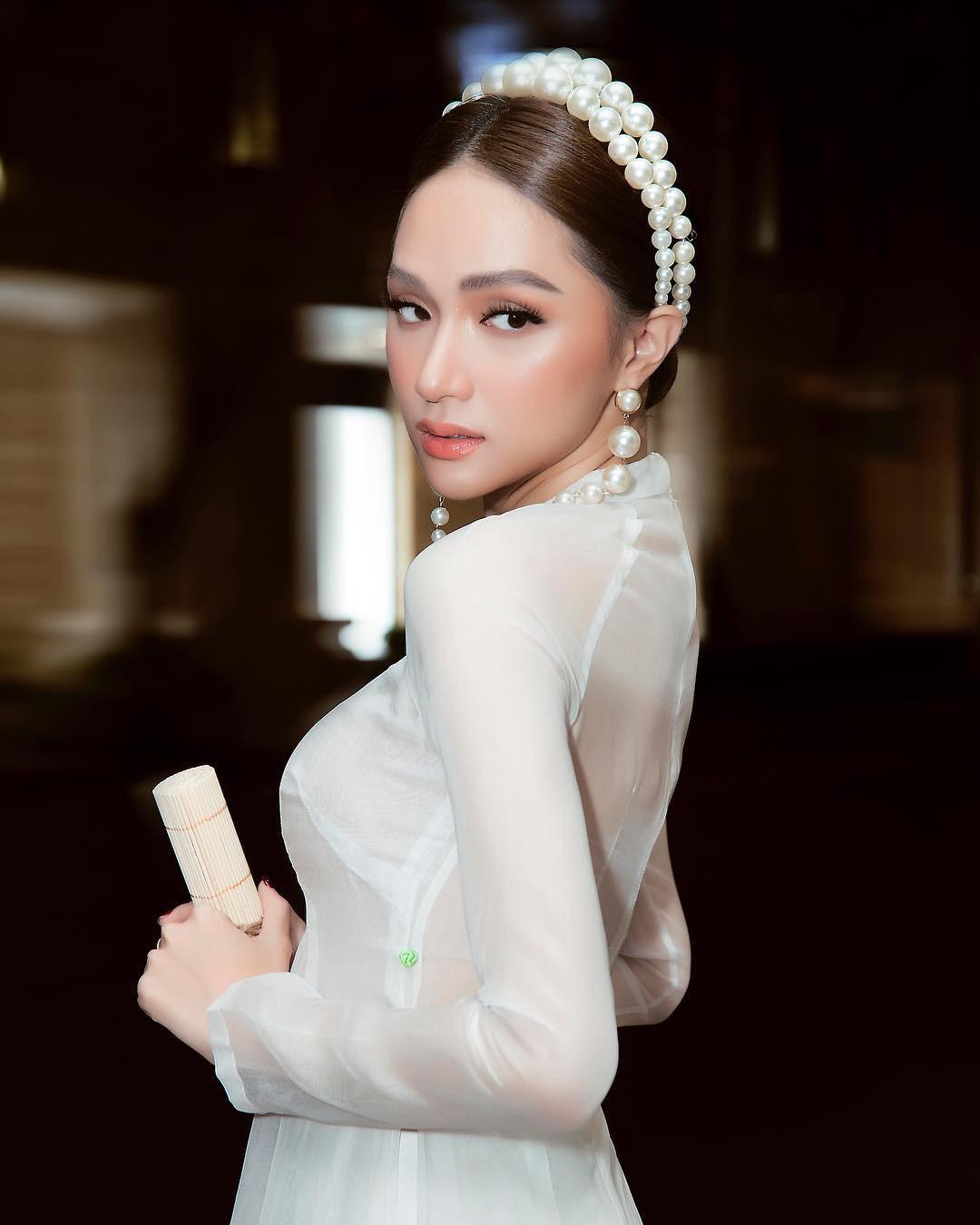 """Hương Giang mặc áo dài trắng tinh đẹp tựa nữ thần ở Pháp, """"thả thính"""" gây """"bão"""" mạng - Ảnh 7."""