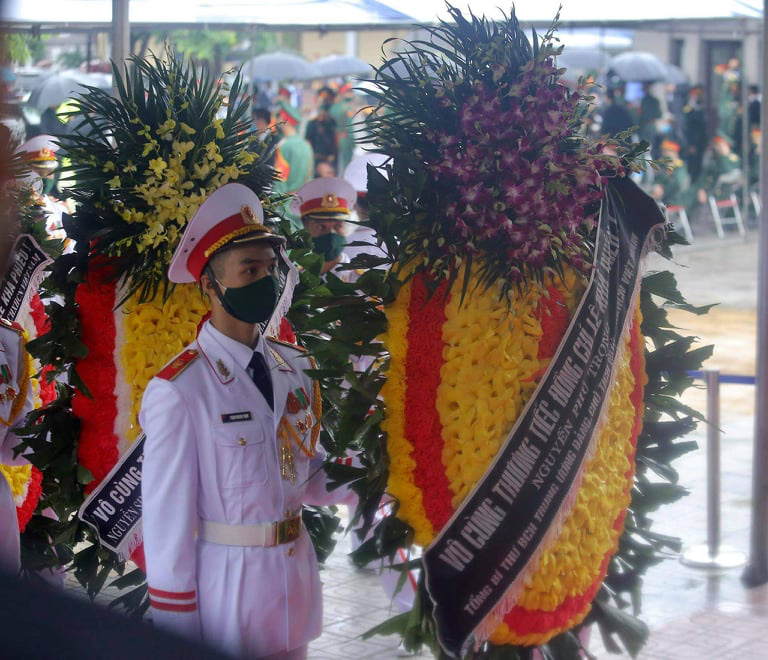 Tổng Bí thư, Chủ tịch nước gửi vòng hoa viếng nguyên Tổng Bí thư Lê Khả Phiêu - Ảnh 1.