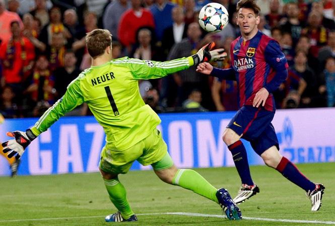 """Messi từng """"xé lưới"""" Neuer trong quá khứ."""