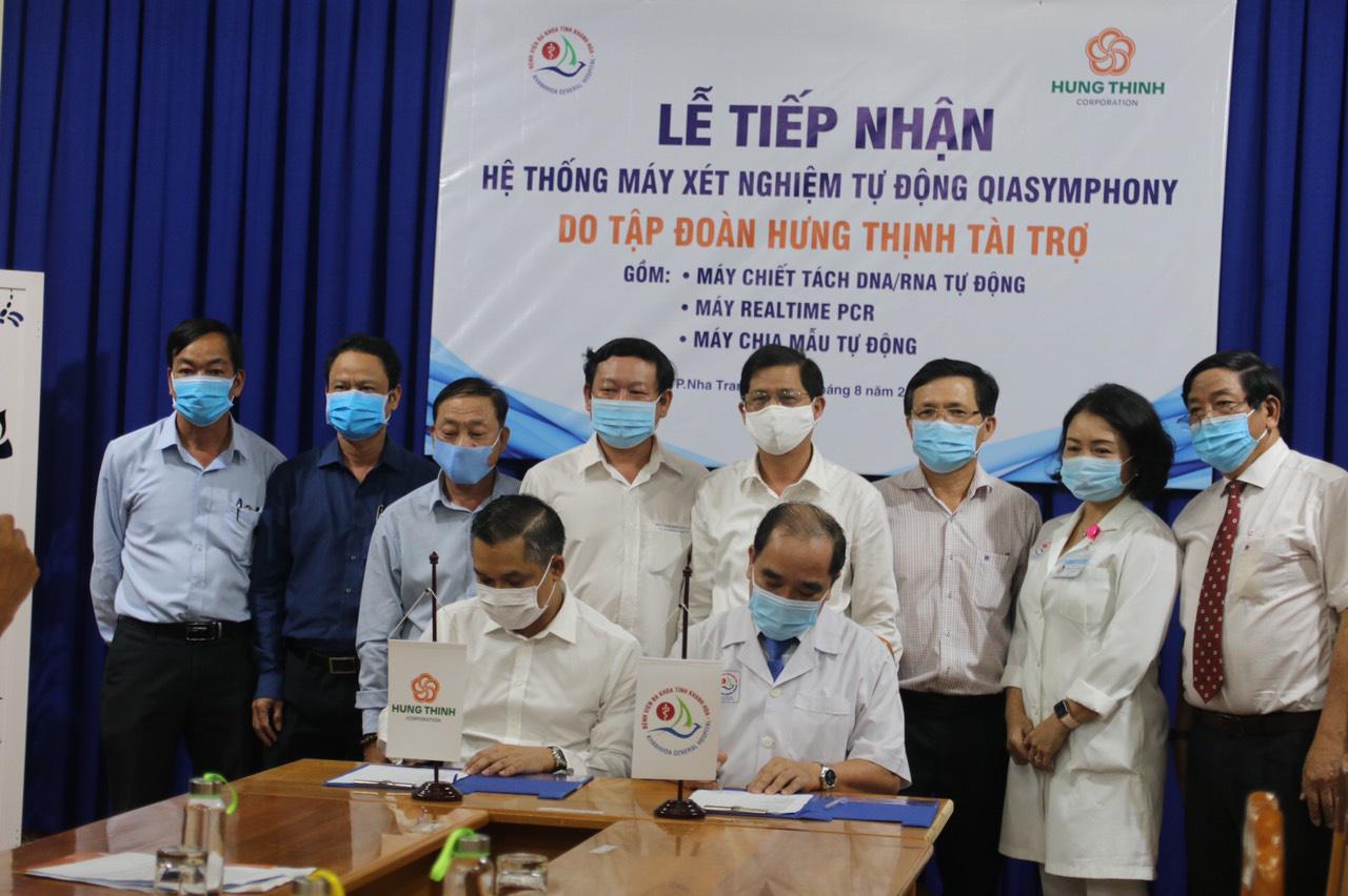 Hưng Thịnh tặng hệ thống máy xét nghiệm Covid-19 cho Bệnh viện Khánh  Hòa - Ảnh 1.
