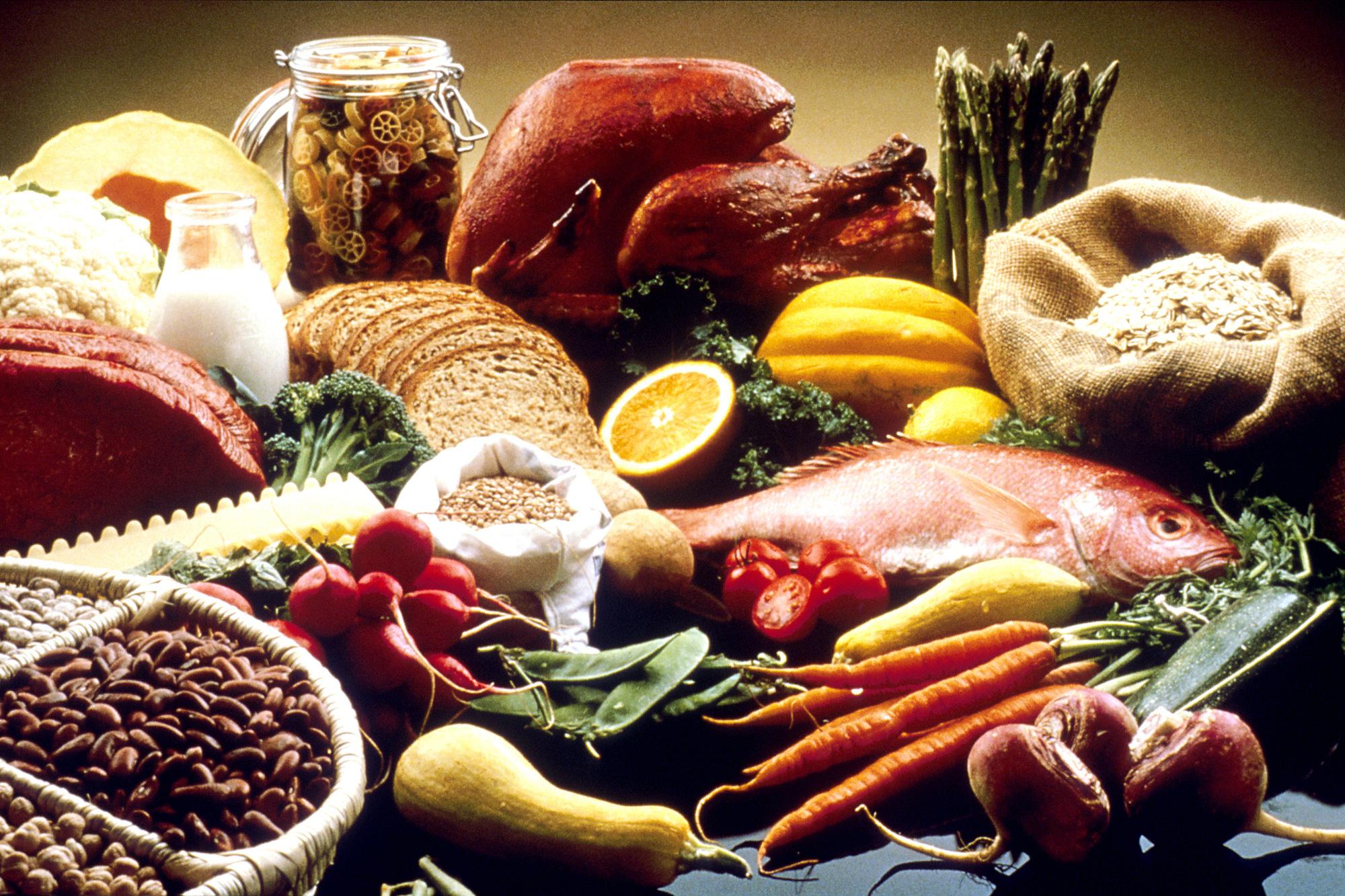 WHO nói về khả năng COVID-19 truyền qua thức ăn - Ảnh 1.