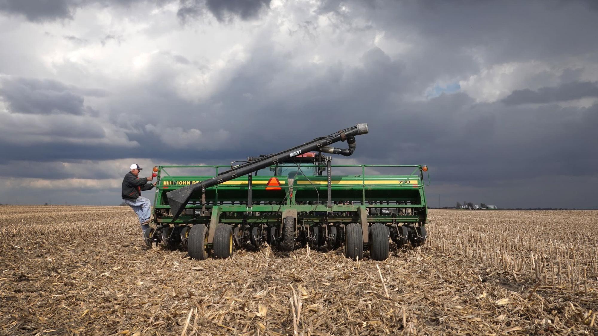 Gần bầu cử, nông dân Mỹ bất ngờ phản đối chính sách xa rời Trung Quốc của ông Trump - Ảnh 1.