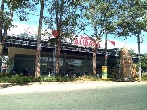 Bắt tạm giam giám đốc làm dự án của Công ty Alibaba - Ảnh 1.